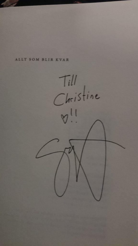 Jag köpte Sandra Beijers nya bok och fick den även signerad och var sååå starstruck :D